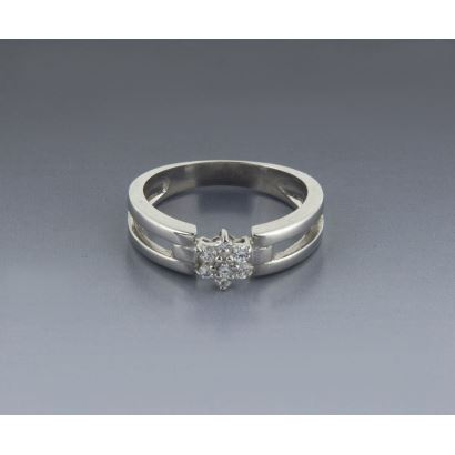 Rosette ring in white gold