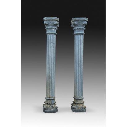 Pareja de columnas en mármol verde.
