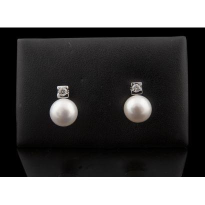 Bonitos pendientes de oro blanco con perla y brillantes (0,32cts).