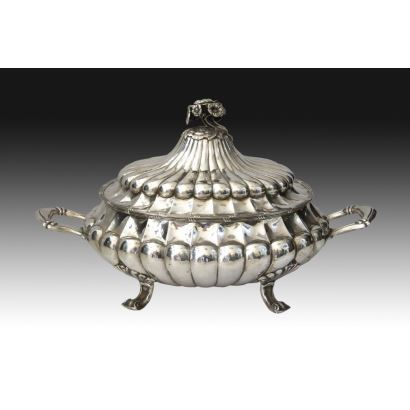 Oval tureen in Spanish silver, S. XX.