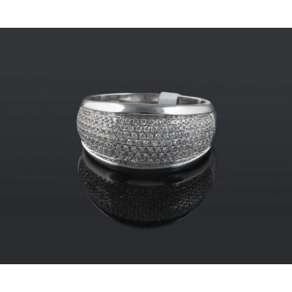 Bombé ring in white gold, with pavé diamonds totaling 0.95cts.