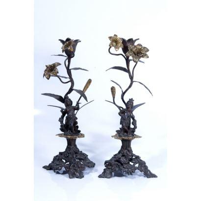 Pareja de candeleros en bronce, pps. XX.