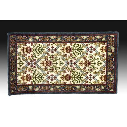 Spanish carpet with design type Cuenca, S. XX.