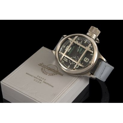 Reloj de la Antigua Unión Soviética, con número de serie 1381, Medidas excepcionales ya que se lo utilizaban los buceadores del ejército para descender hasta 200m. Mecánico. Con caja y Certificado.
