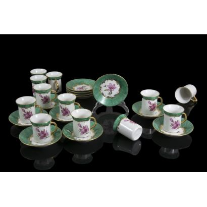 Set of 12 collection cups, ppios. S. XX.