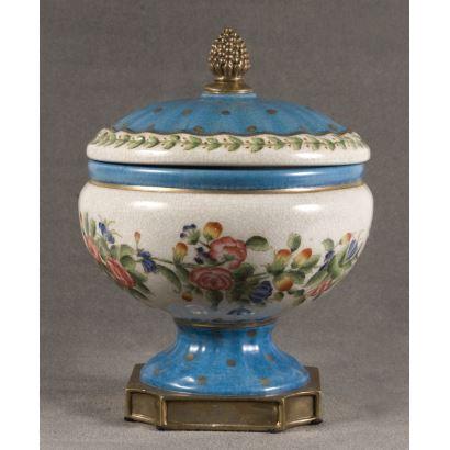 Bombonera in English porcelain, early 20th century.