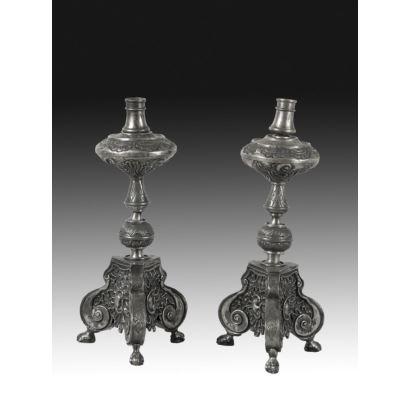 Pareja de candelabros de altar, circa 1800.