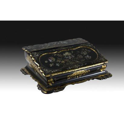 Objetos. Caja escritorio española, siglo XIX.
