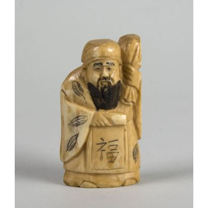 Netsuke carved in ivory. 5 cm