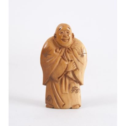 "Netsuke carved in ivory. ""Character with kimono and cape"". Signature on base. Height: 5cm"
