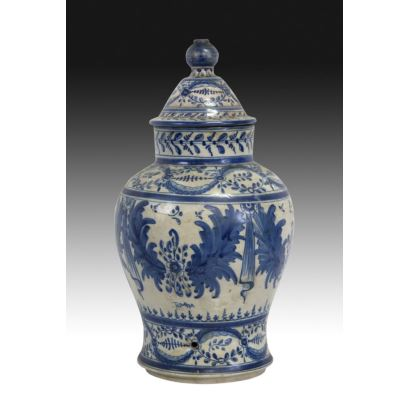 Vase with lid, Talavera, pps. XX.
