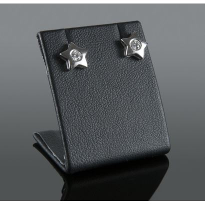 Earrings in white gold and brilliant, they have a five-pointed star shape with a butterfly clasp, the diamonds add 0.3cts.