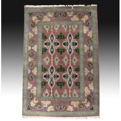 Alfombra en lana estilo persa.