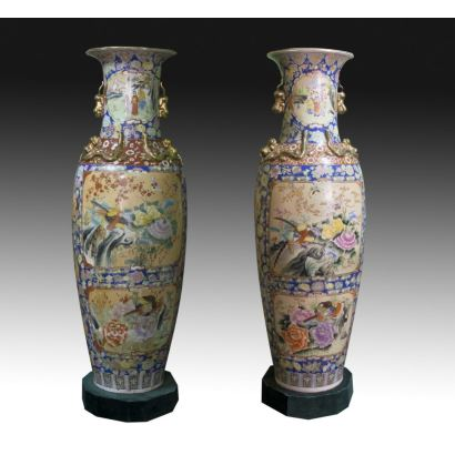 Pair of Chinese vases, second half of the 20th century.