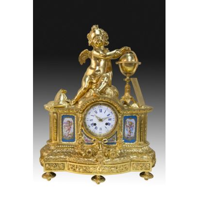 Table clock with garnish, Sévres, S. XIX.