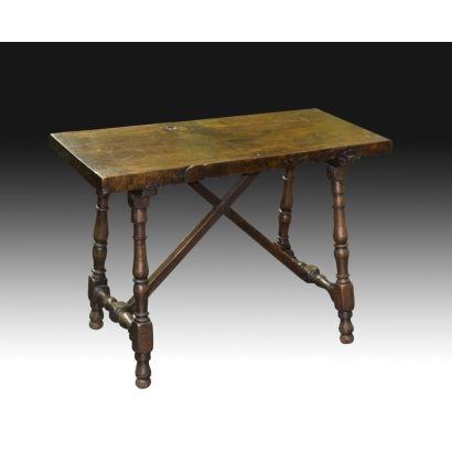 Mesa de patas torneadas, s. XVIII.
