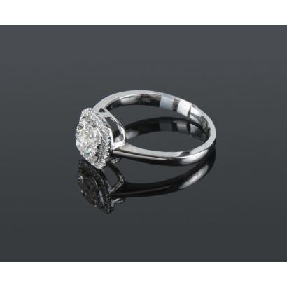 White gold ring with brilliant fronts totaling 0.56cts.