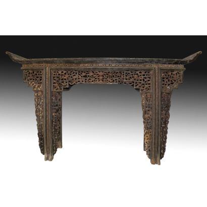 Mesa de altar estilo oriental, S. XX.