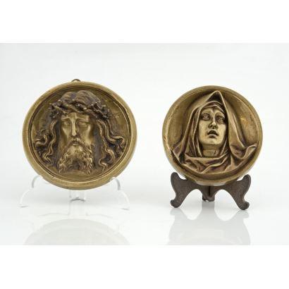 Bronces. Pareja de tondos en bronce, pps. XX.