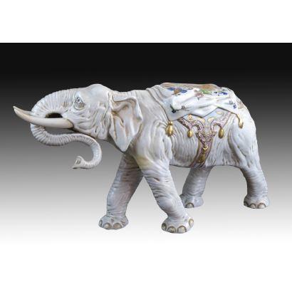 Elefante en porcelana, S. XX.