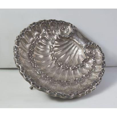 Pareja de salvas de plata de estilo rococó, s. XX.
