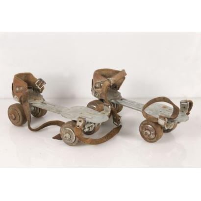 Old iron skates from the SANCHESKI IRUN house. 25x12x10cm
