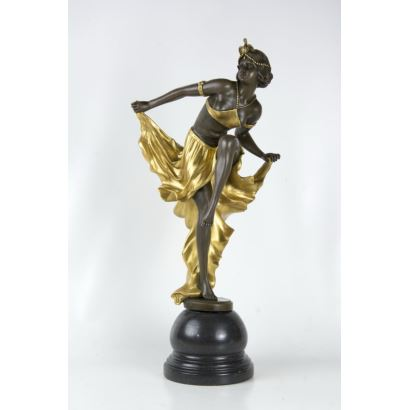 Decó inspired sculpture.