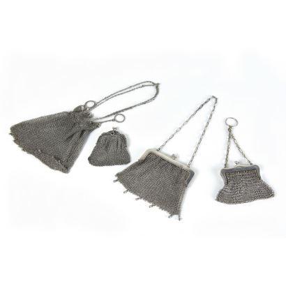 Conjunto formado por dos bolsos y dos monederos en plata, ppios. S. XX.