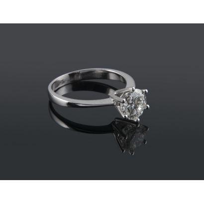 18K white gold solitaire with brilliant cut central diamond set with 6 claws. 1.01 carats, Color J, Purity VS2. Weight: 2.44g