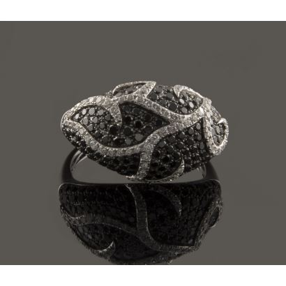 Original white gold bombé ring, with black and brilliant diamonds (1.44cts) in pavé.