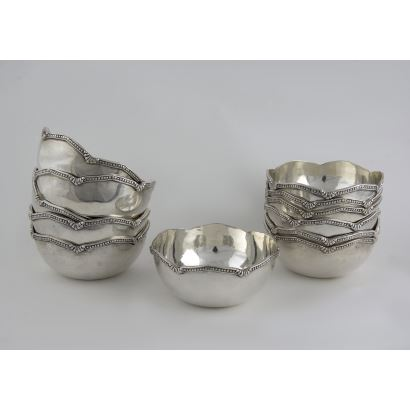 Conjunto de lavamanos en plata, S. XX.