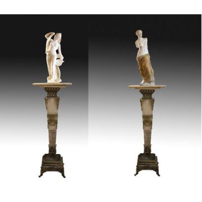 Esculturas. Pareja de esculturas en mármol, circa 1900.