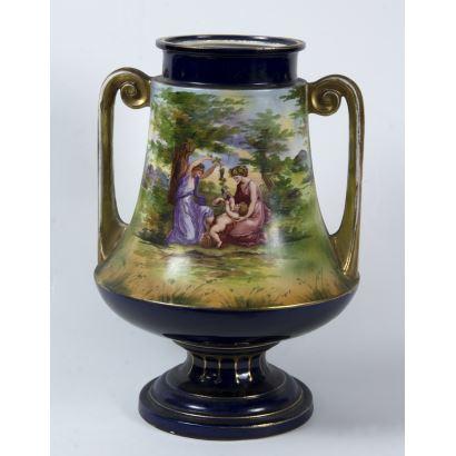Ánfora en porcelana austríaca, S. XIX.