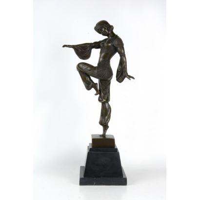 Bronces. Siguiendo modelos de DIMITRI CHIPARUS (Dorohoi, Rumanía, 1886- París, 1947).