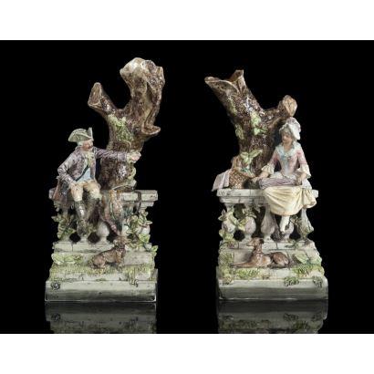 Pareja de figuras en porcelana mallorquina, siglo XIX.