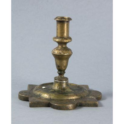 Objetos. Candelero de bronce, S. XVII.