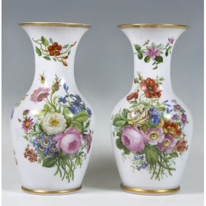 Pair of Elizabethan vases, S. XIX.