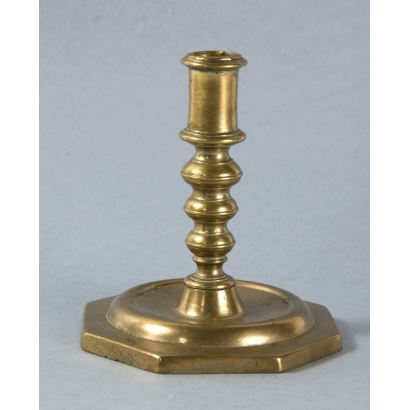 Objects. Bronze candlestick, S. XVII.