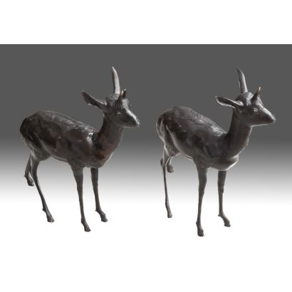 """Pair of bronze figures. 19th century """"Deer couple"""". Measures: 65x65cm."""