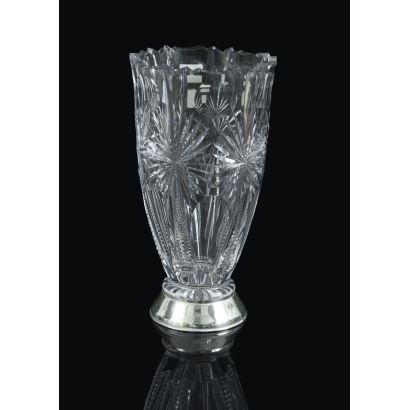 Vidrio. Jarrón en cristal tallado, siglo XX.