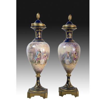 Pair of vases, Sevrés around 1756.