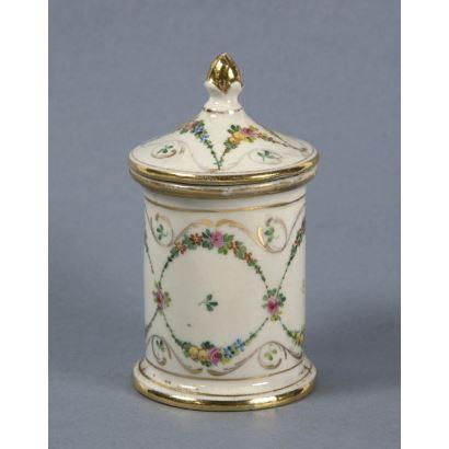 Porcelain pot, ppios. S. XX.