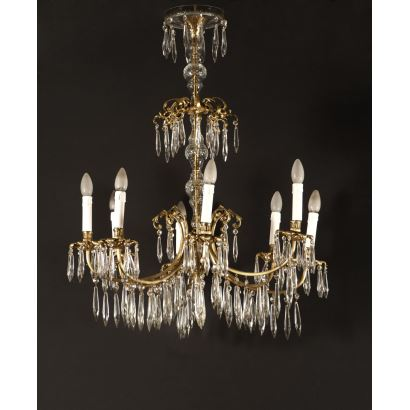 Large eight-light ceiling lamp made of gold metal and numerous glass tears. Measures: 94x70x70cm.