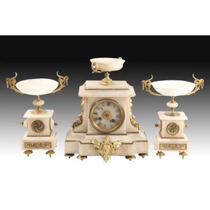 Table clock with garnish, 19th century.