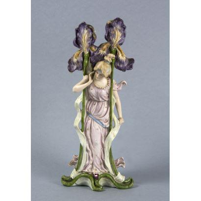 Porcelana. Jarrón estilo Art Nouveau, ppios. S. XX.