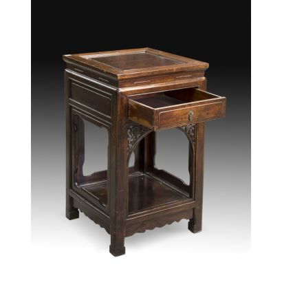 Muebles. Mesa auxiliar oriental, ffs. XIX.