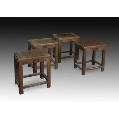 Muebles. Conjunto formado por 4 taburetes orientales.
