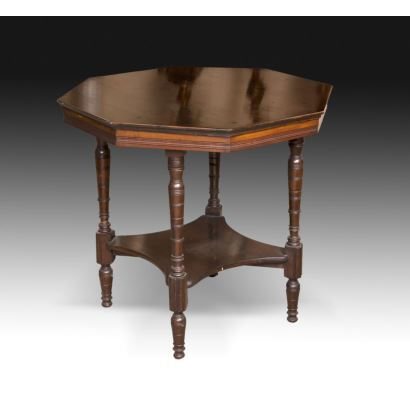 Muebles. Mesa octogonal inglesa, circa 1900.