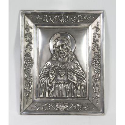 Relieve en plata del Sagrado Corazón.