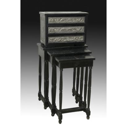 Mueble tipo bargueño con mesas nido, ppios. S.XX.